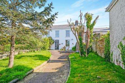4 Bedrooms End Of Terrace House for sale in Truro, Cornwall, .