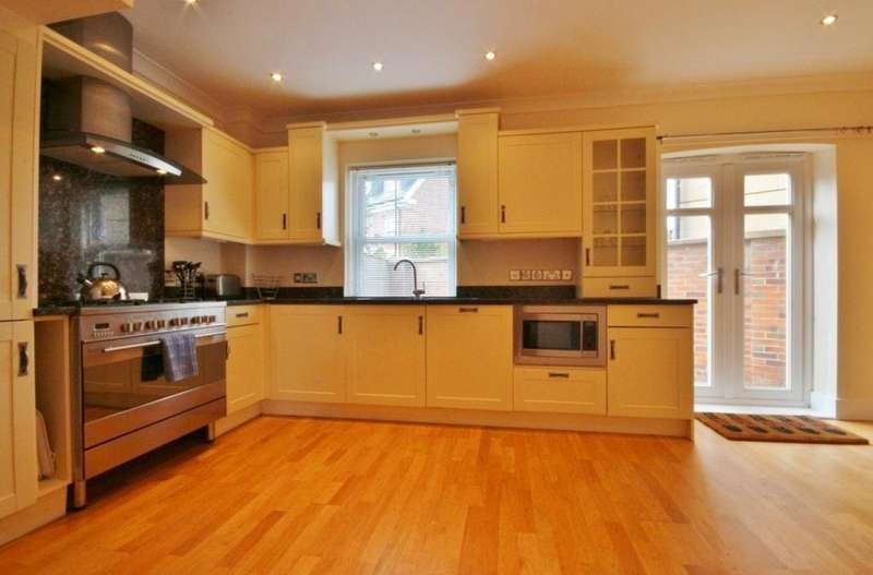 4 Bedrooms Flat for rent in Gosforth, Newcastle NE3