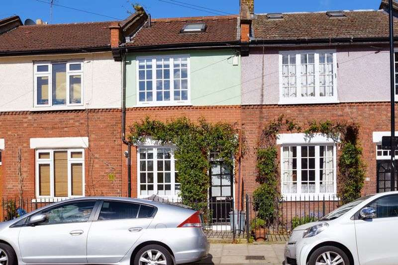 3 Bedrooms Terraced House for sale in Hillstowe Street, Hackney, London, E5