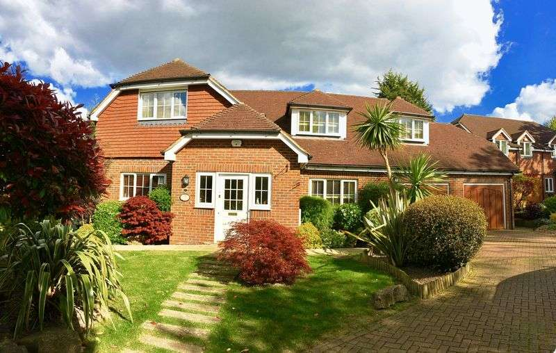 4 Bedrooms Detached House for sale in The Coppice, Bexley