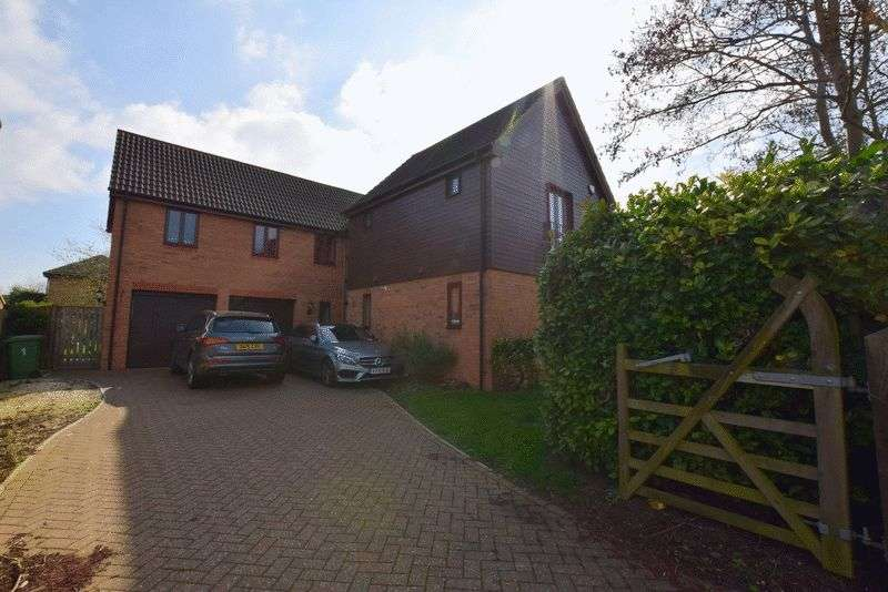 5 Bedrooms Detached House for sale in Angstrom Close, Shenley Lodge, Milton Keynes