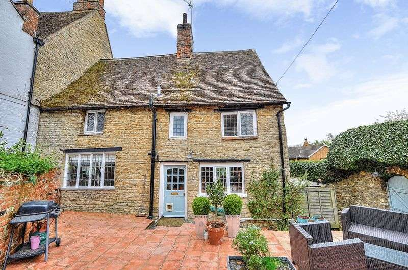 3 Bedrooms Detached House for sale in Old Rectory Cottage The High Road, Bedford