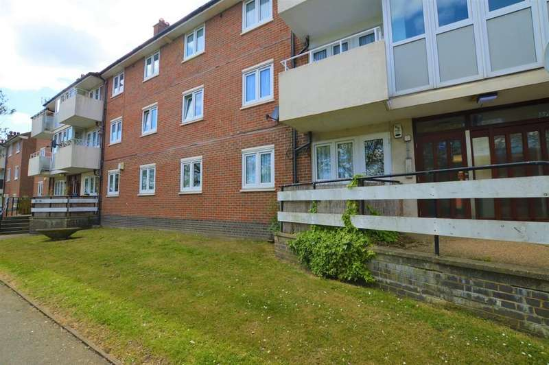 2 Bedrooms Ground Flat for sale in Well Hall Road, Eltham SE9
