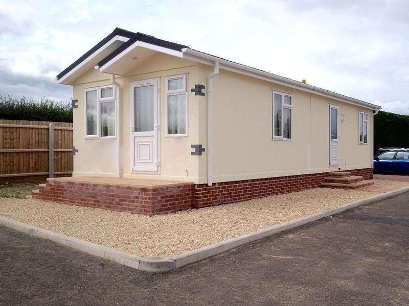 2 Bedrooms Park Home Mobile Home for sale in OP1042, West Camel, Yeovil, Somerset, BA22 7QR