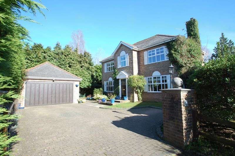 4 Bedrooms Detached House for sale in Little Barn Place, Liss
