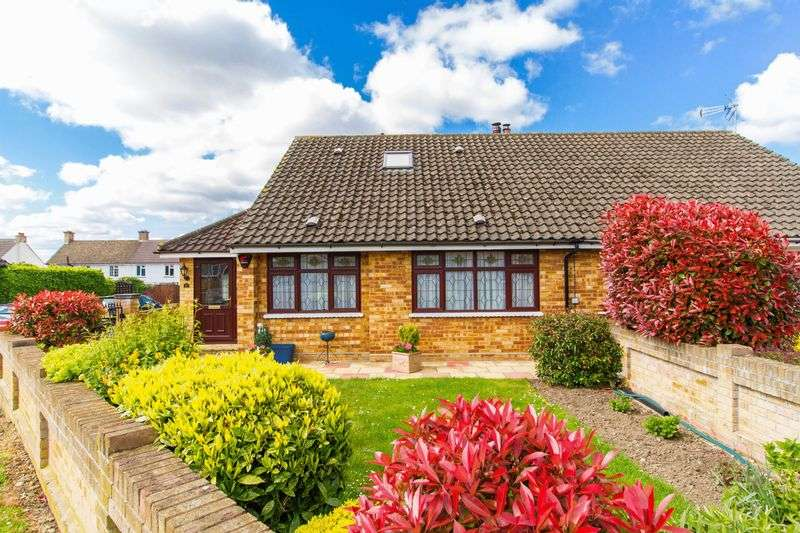 2 Bedrooms Semi Detached Bungalow for sale in Hornbeam Road, Epping