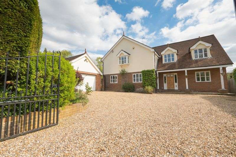5 Bedrooms Detached House for sale in Miles Lane, Cobham