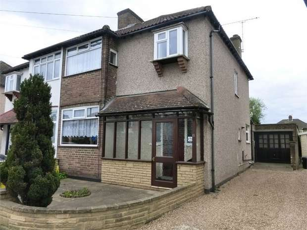 3 Bedrooms Semi Detached House for sale in Constance Road, Twickenham, Middlesex