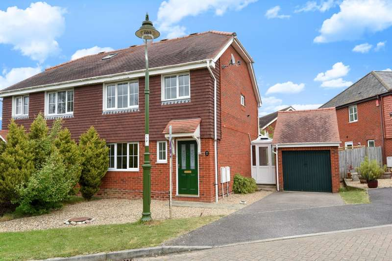 3 Bedrooms Semi Detached House for sale in Cranham Avenue, Billingshurst, RH14