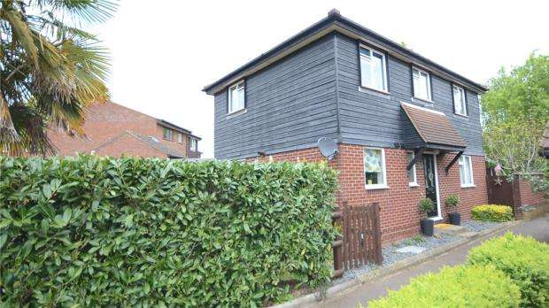 4 Bedrooms Detached House for sale in Humber Close, Wokingham, Berkshire