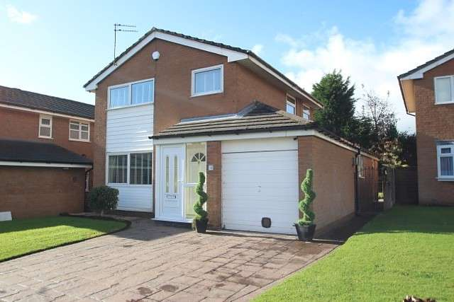 3 Bedrooms Detached House for sale in Sergeants Lane, Manchester, M45