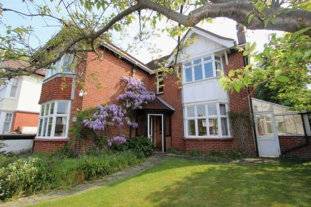4 Bedrooms Detached House for sale in Cornwall Gardens Brighton