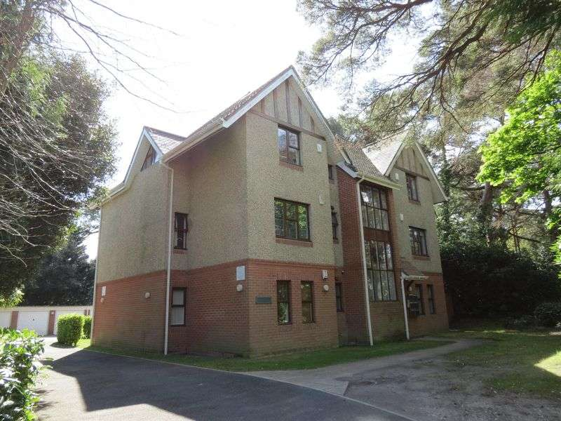 2 Bedrooms Flat for sale in 30 St Valerie Road, Bournemouth