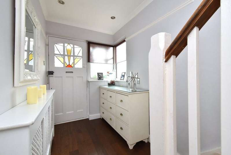 3 Bedrooms Semi Detached House for sale in Widmore Lodge Road