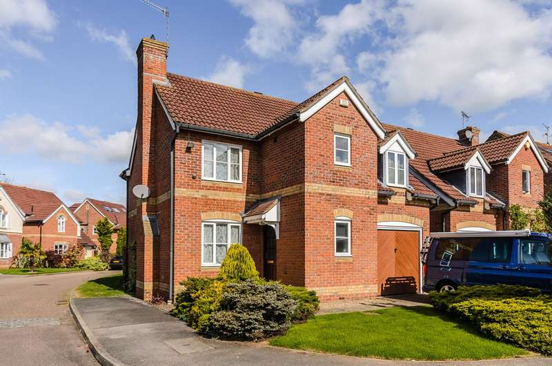 3 Bedrooms Detached House for sale in Weybridge