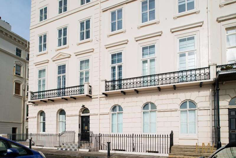3 Bedrooms Apartment Flat for sale in Adelaide Crescent, Hove, BN3 2JL