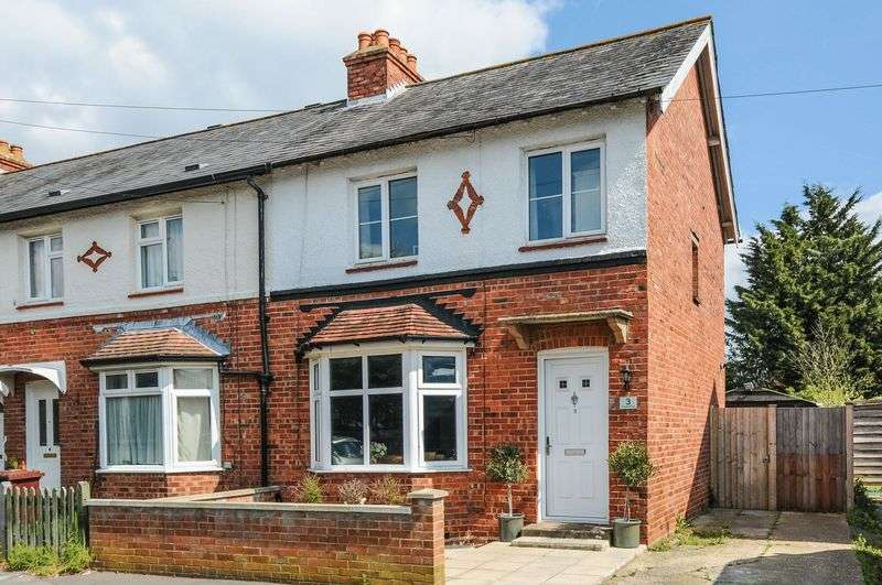 2 Bedrooms Semi Detached House for sale in St James Square, Chichester