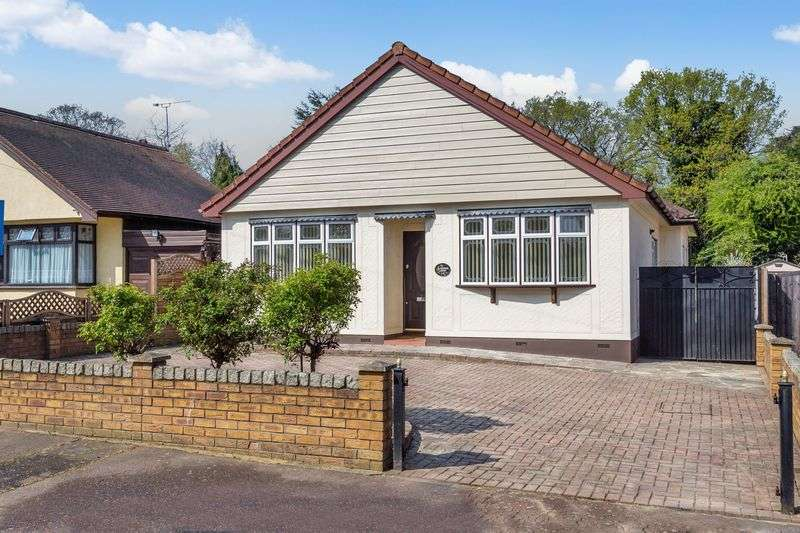 3 Bedrooms Property for sale in Glenwood Avenue, Leigh-On-Sea
