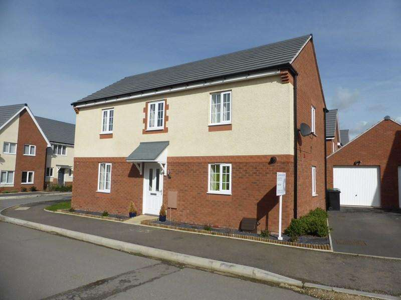 4 Bedrooms Detached House for sale in Crump Way, Evesham