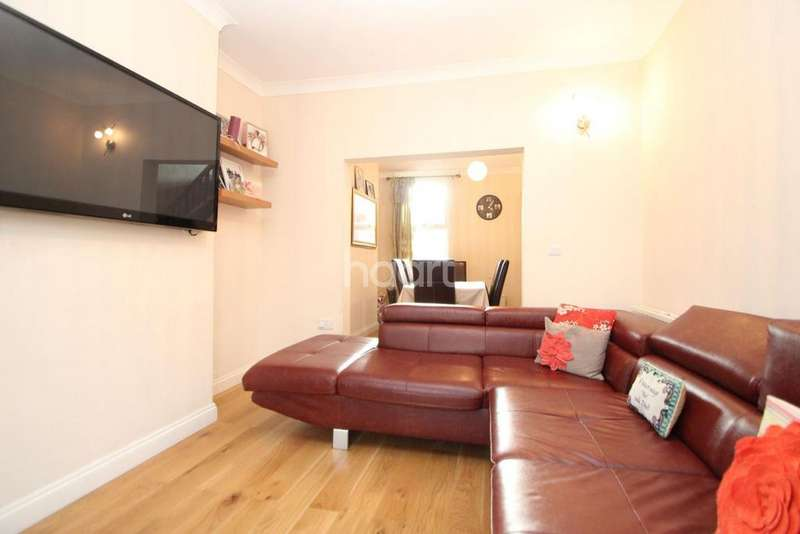 3 Bedrooms Terraced House for sale in Wellington Road, London, E7