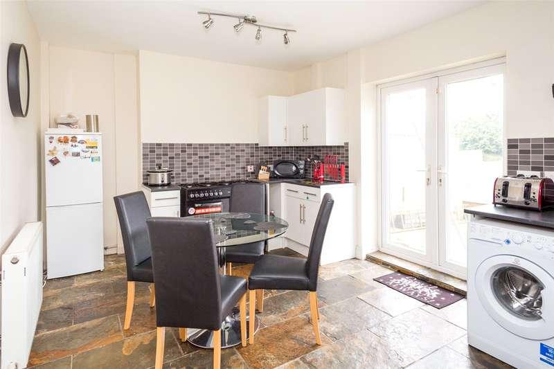 3 Bedrooms Terraced House for sale in Dodsworth Avenue, York, YO31