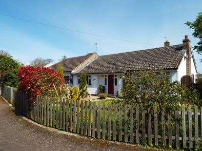 3 Bedrooms Bungalow for sale in Fairfield Close, Langham, Oakham, Rutland