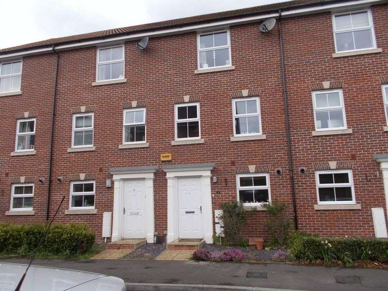 4 Bedrooms Terraced House for sale in Walsh Road, Bramley