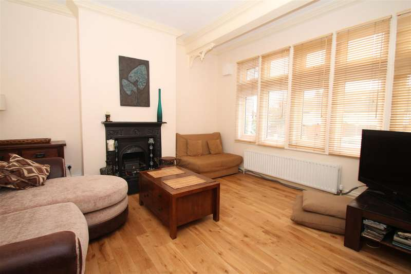 1 Bedroom Property for sale in Green Lanes, Palmers Green, London N13