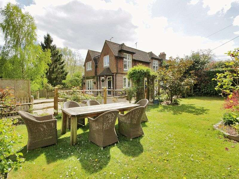 3 Bedrooms Detached House for sale in Cotchford Lane, Hartfield