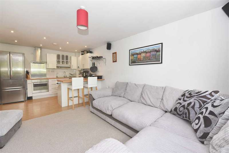 2 Bedrooms Apartment Flat for sale in GULL COPPICE, WHITELEY