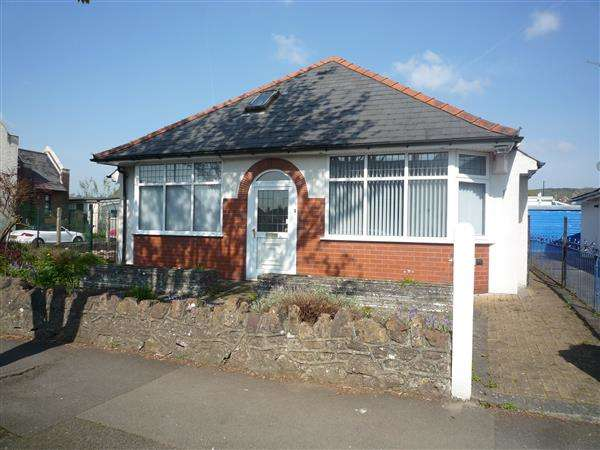 3 Bedrooms Bungalow for sale in Maes y Deri, Rhiwbina, Cardiff