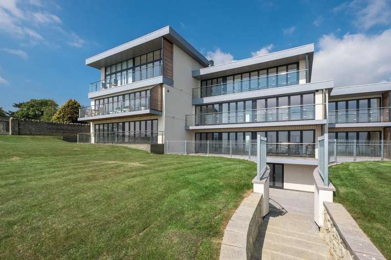 2 Bedrooms Apartment Flat for sale in Grange Road, Sandown
