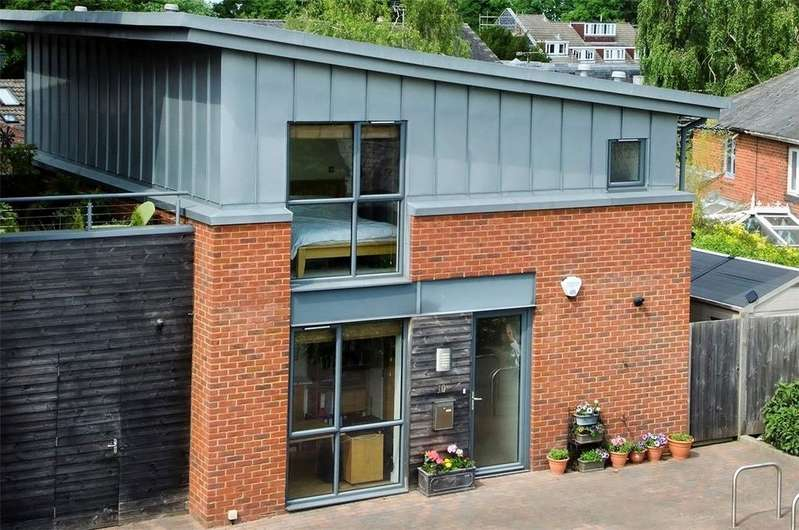3 Bedrooms House for sale in Pump House Mews, Romsey Road, Winchester, Hampshire, SO22