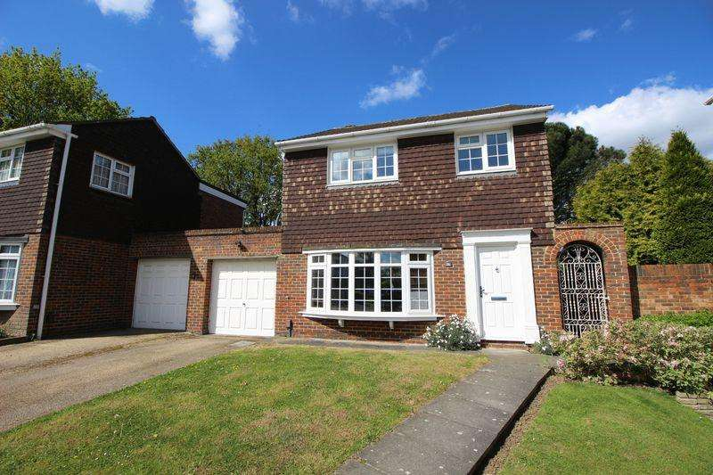 4 Bedrooms Link Detached House for sale in Austral Close, Sidcup, DA15 7LE