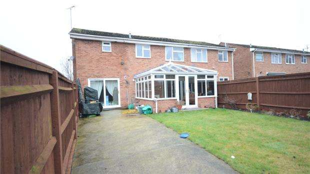 4 Bedrooms Semi Detached House for sale in Fortrose Walk, Calcot, Reading