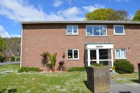 2 Bedrooms Flat for sale in Pennine Gardens, Weston-super-Mare