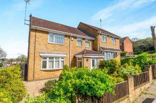 3 Bedrooms Semi Detached House for sale in Wedgewood Drive, Chatham, Kent, .