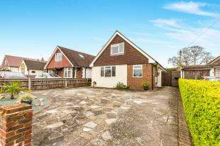 4 Bedrooms Bungalow for sale in Park View Road, Salfords, Redhill, Surrey