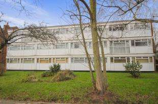 2 Bedrooms Flat for sale in Damon Close, Sidcup