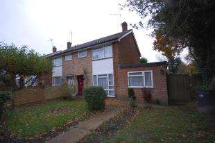 3 Bedrooms Semi Detached House for sale in Larnach Close, Uckfield, East Sussex