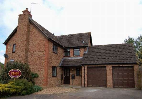4 Bedrooms Detached House for sale in Sarek Park, West Hunsbury, Northampton NN4 9YA