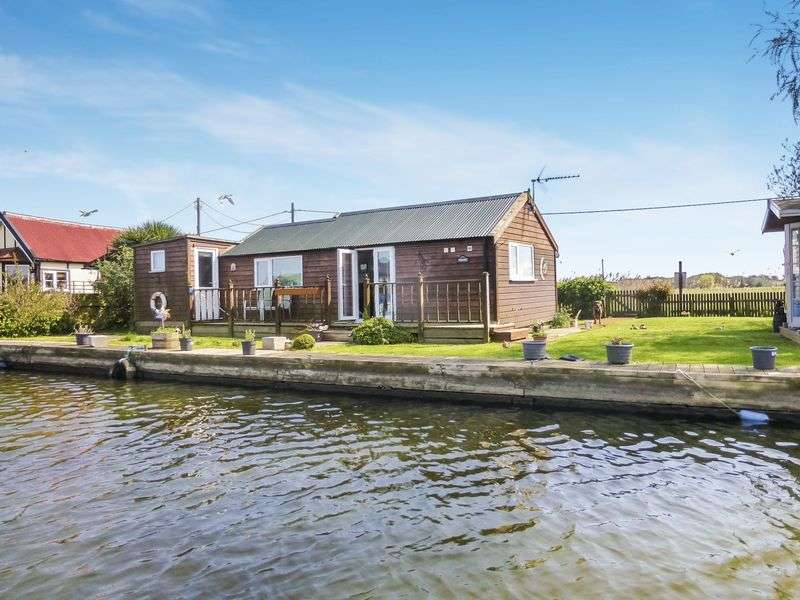 3 Bedrooms Detached Bungalow for sale in Repps with Bastwick