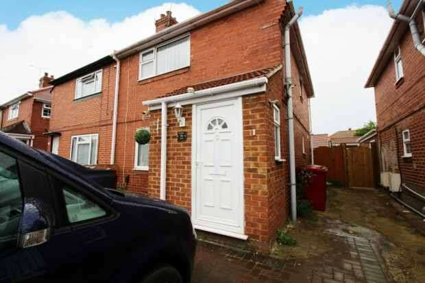 3 Bedrooms Semi Detached House for sale in Canterbury Avenue, Slough, Berkshire, SL2 1EB
