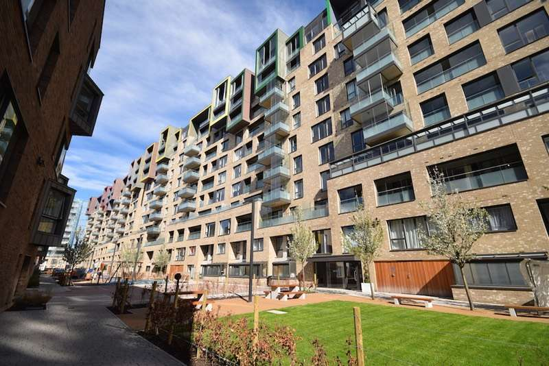 2 Bedrooms Flat for sale in Peartree Way, London, London, SE10