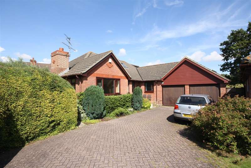 4 Bedrooms Bungalow for sale in Maple Drive, Denmead