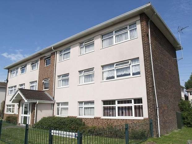 3 Bedrooms Flat for sale in Wandle Court, West Ewell