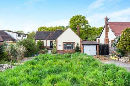3 Bedrooms Bungalow for sale in Havering-Atte-Bower, Romford, Essex