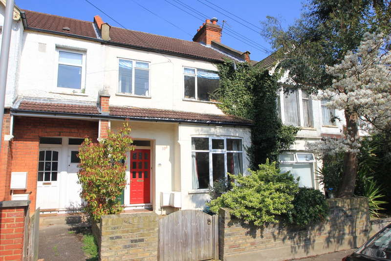 2 Bedrooms Ground Maisonette Flat for sale in Surbiton