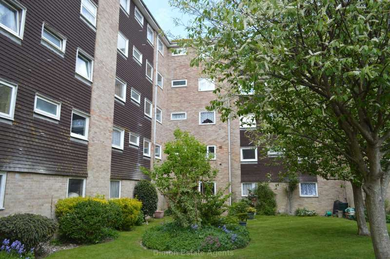 2 Bedrooms Flat for sale in Milford Court, Gale Moor Avenue