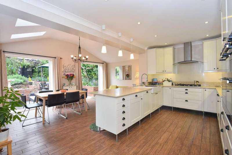5 Bedrooms Detached House for sale in Farm Drive, Croydon, CR0